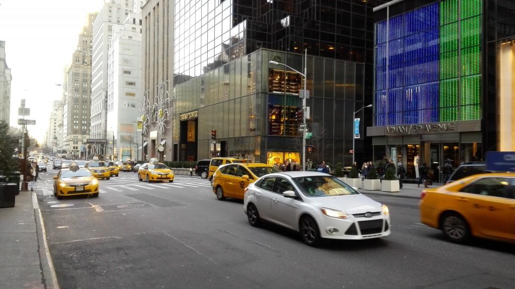 Если постоять какое-то время на улице, можно словить в кадр одни только такси
