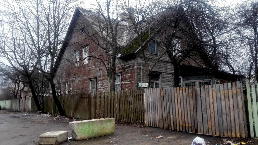 Последние частные жилища в центре. До Дома правительства около 1 км