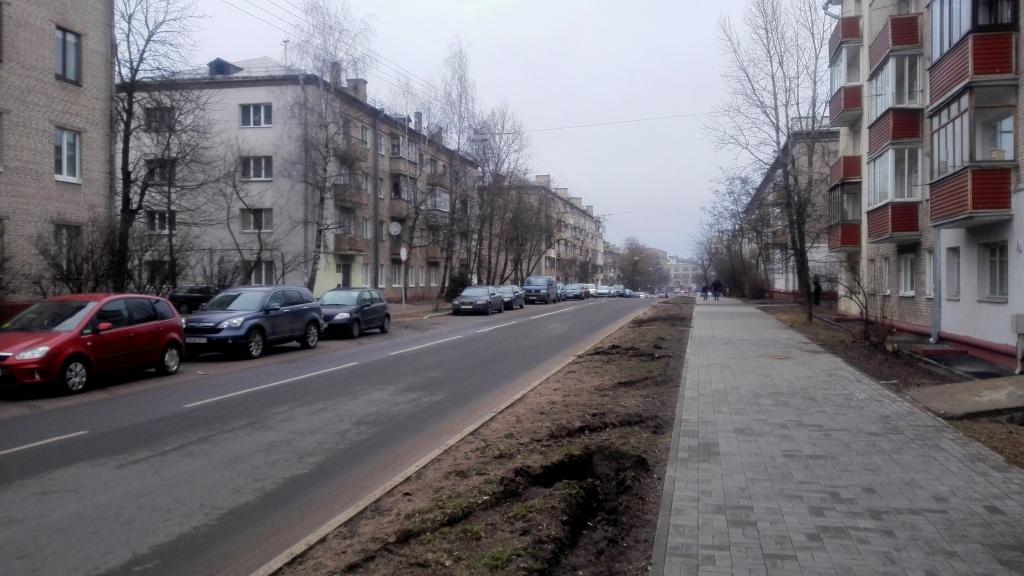 Улица Золотая Горка, по которой, я считаю, проходит окраина центра в этой части города.