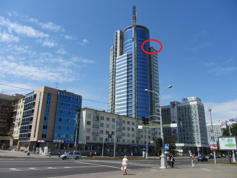 На этой картинке обозначено, где расположен выход на террасу ресторана. Как видим, выше еще несколько этажей