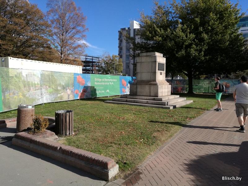 От памятника остался только постамент