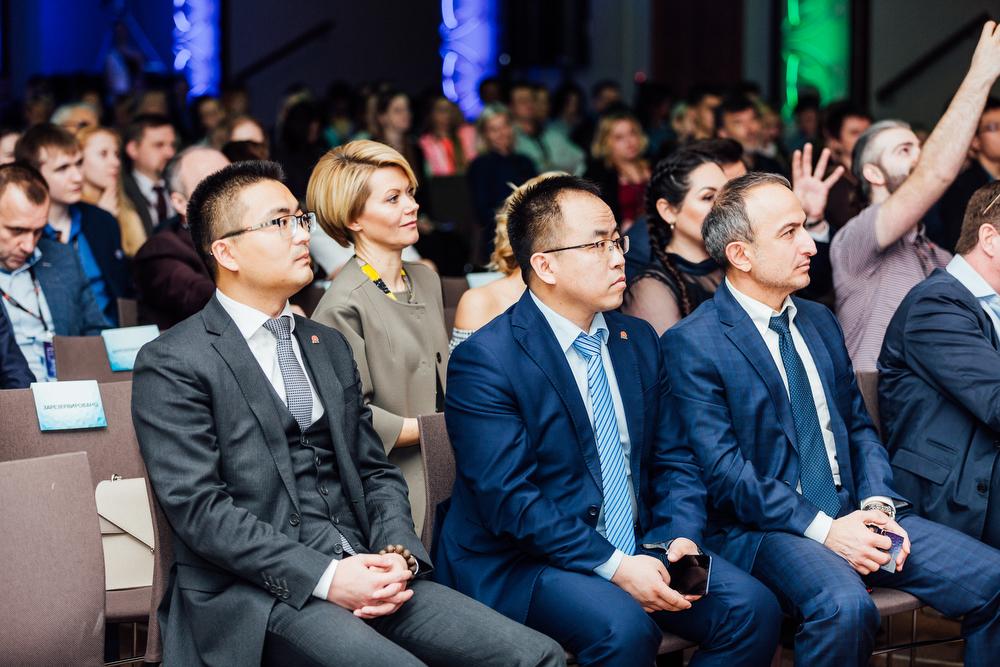 Фу Хаоюй, Фан Джиньонг (оба Huawei), Роберт Дашян (velcom)