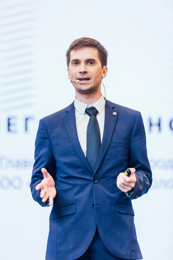 Олег Шиманский, проведший презентацию самого аппарата